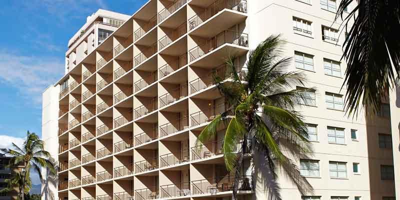 パール・ホテル・ワイキキの外観です。ワイキキの中心にある便利なロケーションです。